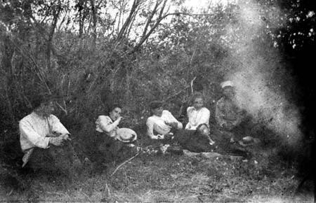 Автор неизвестен. Пикник в окрестностях Иркутска, 1906 г.