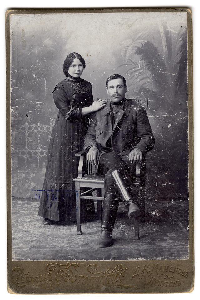 Иркутский мещанин Легостаев Павел Дмитриевич с супругой. Начало XX века.