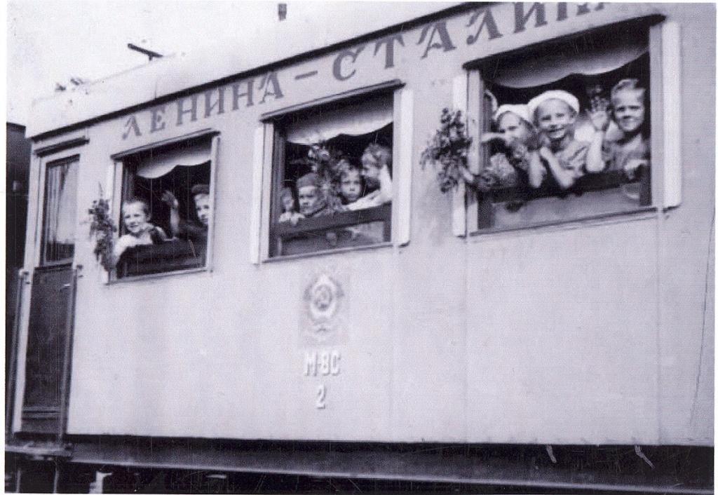 """Спасибо товарищу Сталину за наше счастливое детство!"""