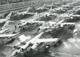 Як-28  в  цехе окончательной сборки самолётов Иркутского авиационного завода, 1967 год