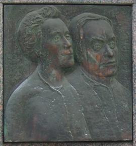 Мемориальная доска в честь супругов Б. М. Кербеля и О. Г. Ивановой