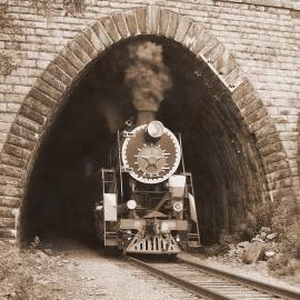 Поезд на Кругобайкальской железной дороге