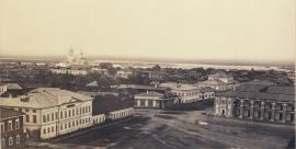 Тихвинская площадь. Вид с Тихвинской колокольни. Справа - фрагмент Гостиного двора