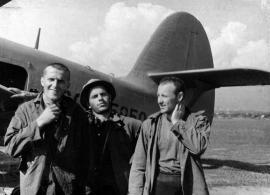 """Поход турклуба """"Меридиан"""" в Восточные Саяны. 1963 год. На аэродроме в Нижнеудинске."""