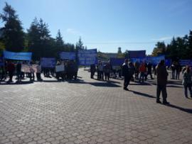 Пикет работников Байкальского целлюлозно-бумажного комбината на сквере Кирова в Иркутске