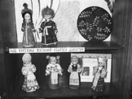 Миниатюрные национальные костюмы для музея сшили сами алгатуйские школьники