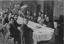 Д. Сухэ-Батор на приеме у Б. З. Шумяцкого и И. П. Уборевича. Иркутск, декабрь 1921 г.