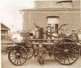 Одна из первых пожарных машин Иркутска