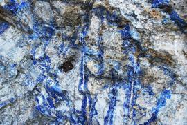Слюдянское месторождение лазурита расположено в 16 км от станции Слюдянка, вверх по реке, на восточном берегу, метров 300-400 от берега. Разрабатывалось небольшим карьером.