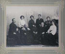 Семья Рафильзон. Осень. 1904. Из личного архива семьи Рафильзон.Мужчина, сидящий в кресле - Рафаил Рафильзон