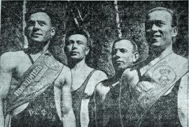 Участники конкурса силачей (слева направо) Ю. Калинин, А. Савинов, И. Веселов, В. Кузнецов