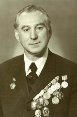 Николай Салацкий носил в теле 35 осколков и пулю, застрявшую в бедре. Врачи боялись взяться за извлечение этих напоминаний о войне