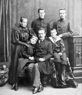 Семья Сукачевых. Фотография сделана в 1895 году