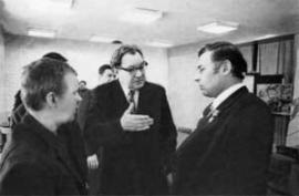 Г.Галазий беседует с председателем Сибирского отделения АН СССР академиком Г.И.Марчуком. 1977 г.