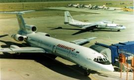 Самолет в аэропорту Усть-Илимск, 1999 год