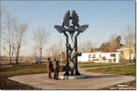 Скульптура символизирует росток, стремящийся к солнцу