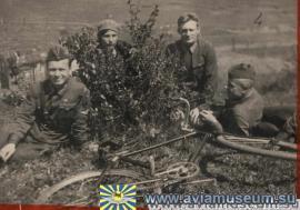 Семья Ивановых на реке Ушаковке. 1938 год