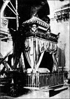 4. Гробница Св. Иннокентия  Открытка «Изд. Д. П. Ефимова, Москва, 1904 г.»