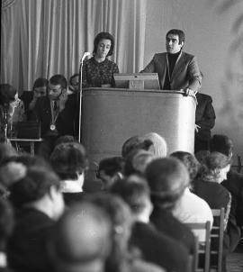 М. Агостино, генеральный секретарь Всеобщей Конфедерации труда, выступает перед братчанами