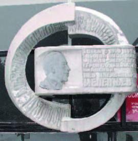 Памятный знак на здании Сибирского энергетического института одному из председателей филиала Л.А. Мелентьеву