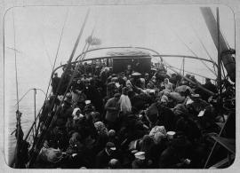 Перевоз рабочих на прииски, река Лена. Конец XIX - начало XX вв.