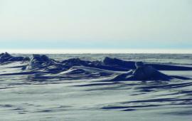 Торосы на льду северного Байкала