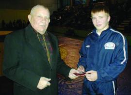 Олимпийский чемпион 1956 года К. Вырупаев с молодым спортсменом М. Мордовиным