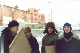 Молодые художники: Е. Монохонов, В. Сомов, О. Ушаков, И. Смирнов. Иркутск, ул. Ф. Энгельса, 1995 г.