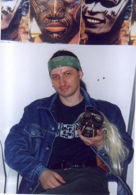 Андрей Манченко представляет салон на выставке «Индустрия красоты» в Сибэкспоцентре.  7 июня 2002 г.