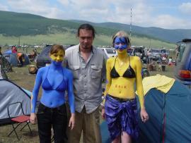 Женя и расписанные им модели. Пятый байк-фестиваль «Байкал-Шаман 2005» в Большом Голоустном. 24 июля 2005 г.
