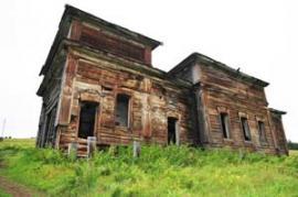 Церковь Николая Угодника Булайского сельского поселения, а точнее то, что от нее осталось, не дается пиле и топору. Она медленно разрушается временем.