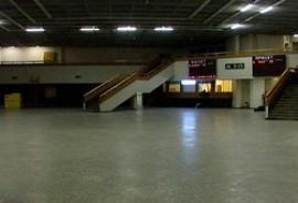 Новое здание аэровокзала было запущено в 05 мая 1993 г., рассчитано на 450 пасс./час с двумя телетрапам