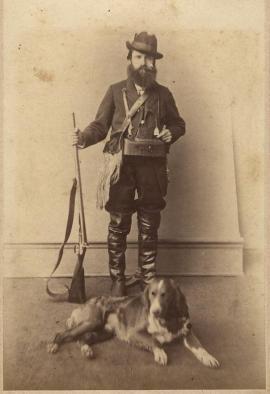 Портрет охотника со спаниелем. Иркутск. 1910-е