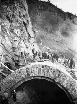 construction of the tunnel