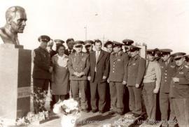 """Открытие памятника М.К. Янгелю в апреле 1975 г. на пл. 42 космодрома """"Байконур""""."""