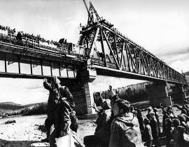 Мост через Лену сдан