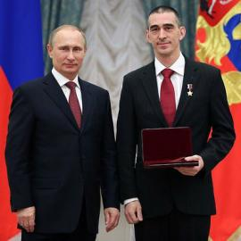 Вручая Золотую Звезду космонавту из Иркутска, президент РФ Владимир Путин отметил, что люди, посвятившие себя космосу, отличаются мужеством и самообладанием