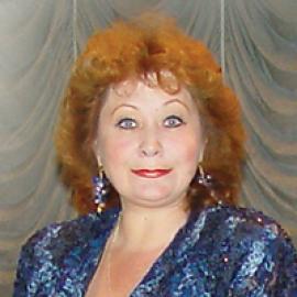 Н.Д. Головина — солистка Иркутской областной филармонии, заслуженный артист РФ (с 1989).