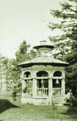 Колокольня в Горячинске. На фото А.М. Станиловский. 1902 г. ИОКМ 7580-26