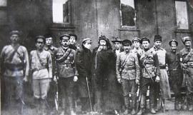Н.А. Каландаришвили (в центре) с бойцами своего отряда