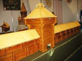 Модели деревянных зданий — памятников русского зодчества — вот уже несколько лет своими руками строят школьники села Барлук Куйтунского района.