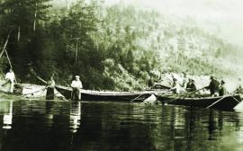 Рыбный промысел Н-Ангарского района м. Курла. 1927 г. Выбирают невод (полотничают) ИОКМ ф433-85