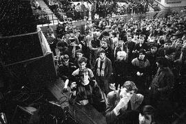 Публика на одном из концертов. Может быть, в ком-то из этих людей вы узнали себя? Фото из архива Владимира Грицины.