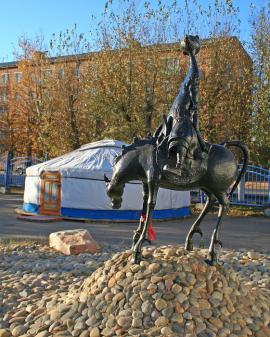Скульптурная композиция в посёлке Усть-Ордынский