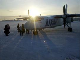 АН-24 в аэропорту Усть-Кут