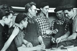 Рабочее совещание на мебельной фабрике Иркутска