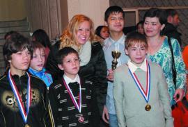В Братске Джессика Лонг встретилась с юными спортсменами.