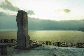Памятник А. Вампилову на берегу Байкала близ Листвянки