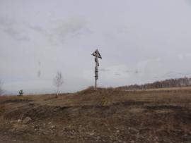 Поклонный крест перед селом Идеал