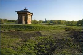Башня Братского острога. Датой её постройки считается 1654 год. Братский острог имел 4 башни. До наших времён дожили только две и те находятся далеко друг от друга. Эта - в музее в Коломенском.